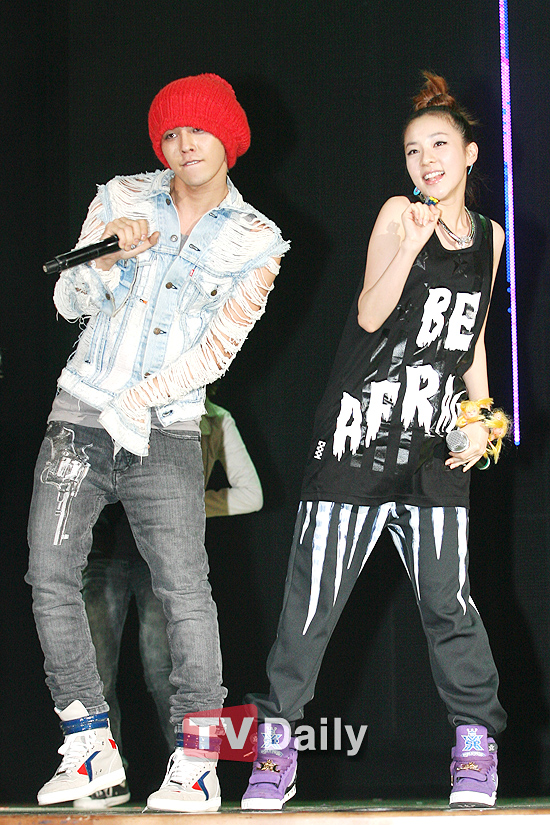 Photos: Dara and G-Dragon at Lotte Mini Concert
