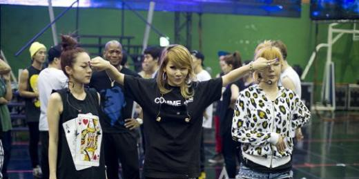 24375-2ne1-at-their-concert-practice-serious-yet-fun