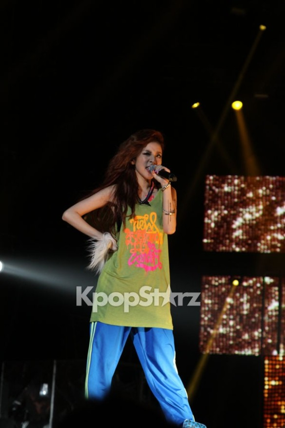 28648-2ne1-dara-at-new-evolution-world-tour-in-new-jersey-on-aug-17-2012