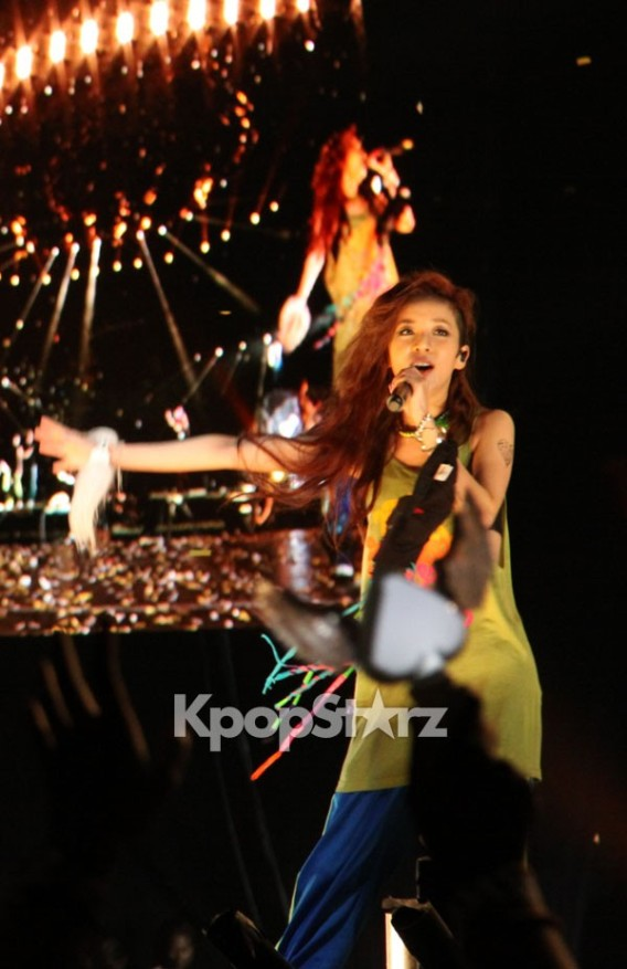 28652-2ne1-dara-at-new-evolution-world-tour-in-new-jersey-on-aug-17-2012