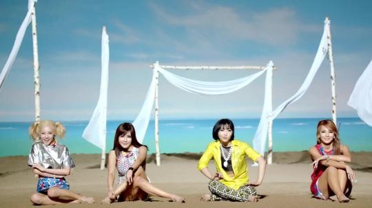 2NE1---FALLING-IN-LOVE-M-V[www.savevid.com] 0159