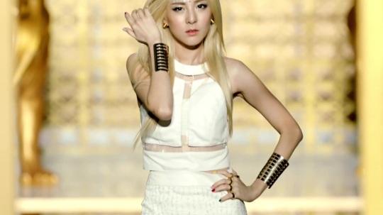 2NE1---FALLING-IN-LOVE-M-V[www.savevid.com] 2357