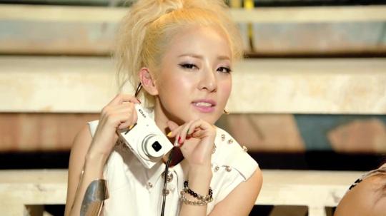 2NE1---FALLING-IN-LOVE-M-V[www.savevid.com] 4193