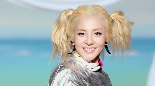 2NE1---FALLING-IN-LOVE-M-V[www.savevid.com] 4338