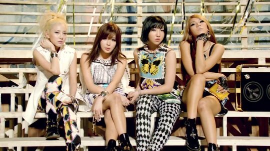 2NE1---FALLING-IN-LOVE-M-V[www.savevid.com] 5356