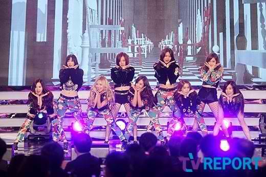 2NE1-Girls-Generation_1383062618_af_org