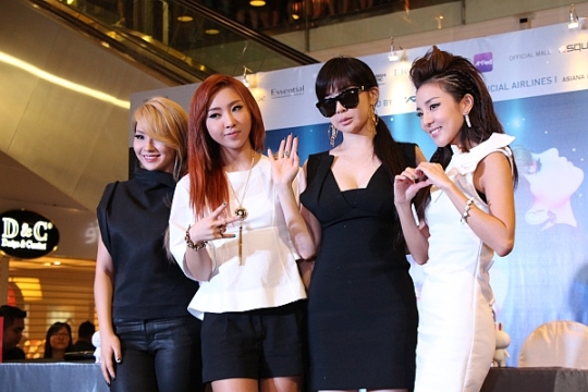 2NE1_Singapore_Group_707_cover