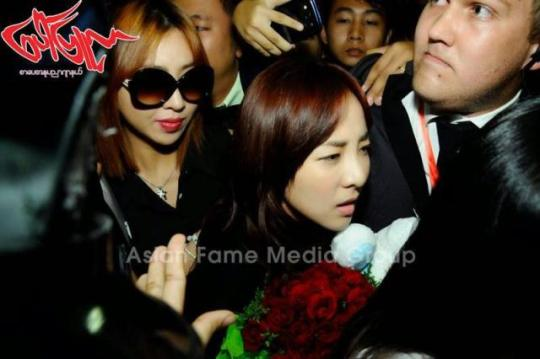 photos-140731-press-pictures-of-2ne1-at-yangon-international-airport-myanmar-6