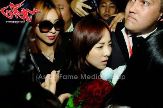 photos-140731-press-pictures-of-2ne1-at-yangon-international-airport-myanmar-6