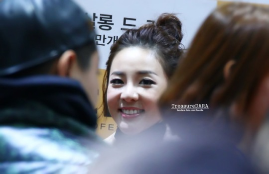 141114-clio-fan-sign-event-2