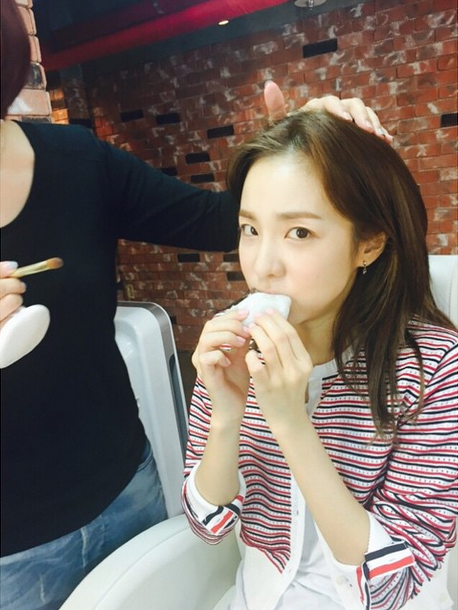 "FireShot Capture - Sandara Park on Instagram_ ""메이크업 도중 갑자기 당 _ - https___instagram.com_p_2J84aciSyt_"