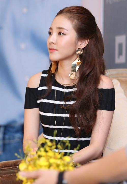dara-2en1-khoe-ve-dep-khong-goc-chet-tai-su-kien-8-1470391618-width500height727_1470402754_790