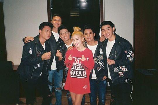 Finger heart with my boys Ford, Tristan, Russel, Niel & Joao ?????? #BoybandPH